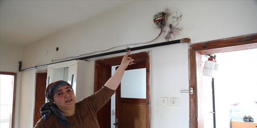 Ankara'da 5 katlı apartmanın çatısına isabet eden yıldırım hasara neden oldu
