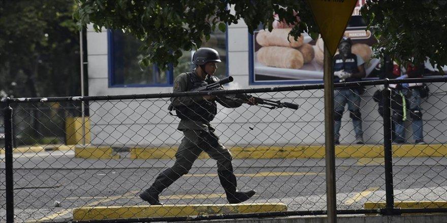 Venezuela'da silahlı kuvvetler, sınır bölgesinde eski FARC mensuplarına operasyon düzenledi