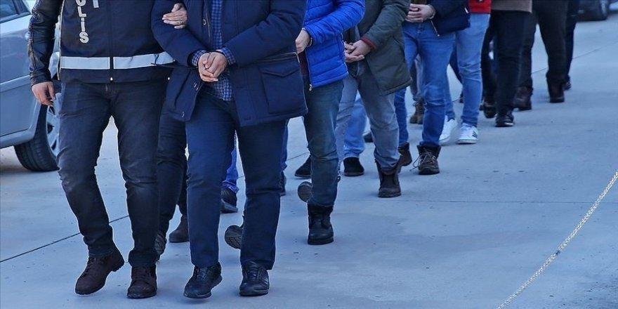 İzmir merkezli 53 ilde FETÖ'nün TSK yapılanmasına yönelik operasyonda 184 gözaltı kararı verildi