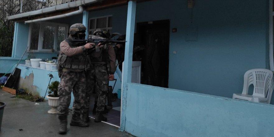 İstanbul'da uyuşturucu satıcılarına yönelik operasyonda 25 şüpheli yakalandı
