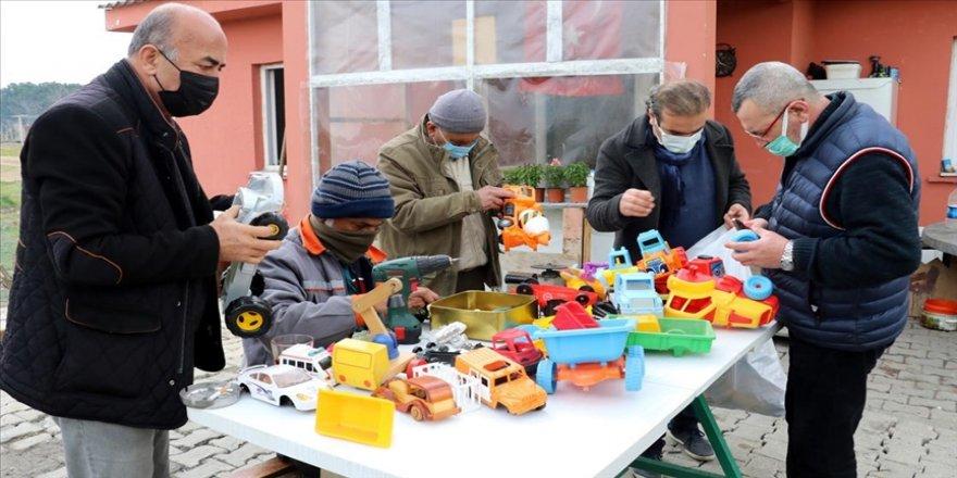 Yalovalı gönüllüler oyuncak tamir ederek çocukları sevindirmek için seferber oldu