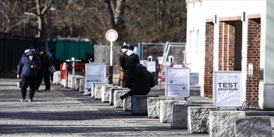 Almanya'da Kovid-19 kaynaklı ölümler 75 bin sınırına ulaştı