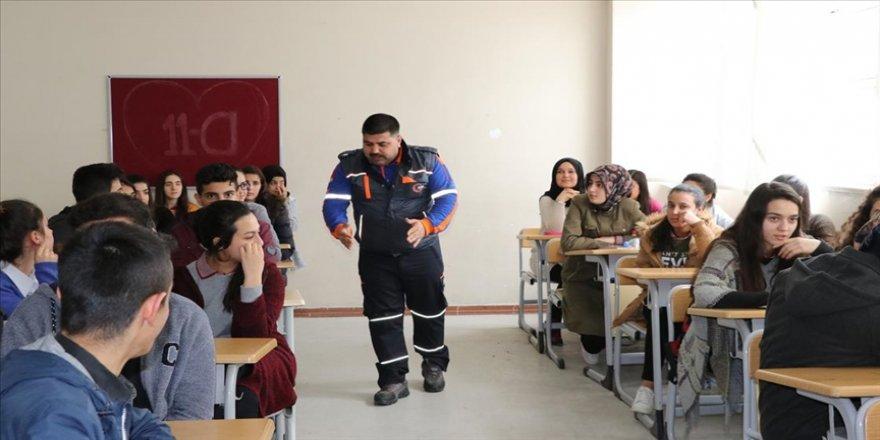 MEB afet ve acil durumlara karşı öğretmenlerden oluşan 'AKUB' ekipleri kuruyor