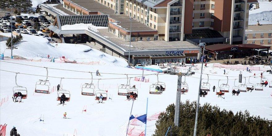Palandöken'deki turizmciler salgına rağmen kış turizmi sezonundan memnun