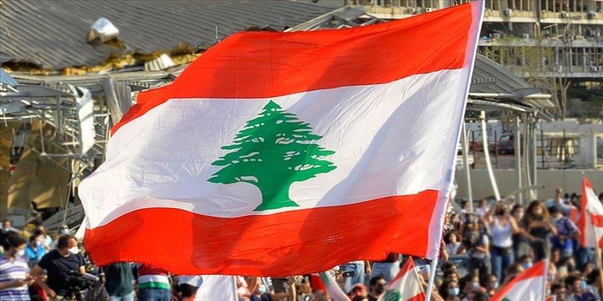 Ekonomik krize rağmen siyasilerin yeni hükümet için anlaşamadığı Lübnan'da belirsizlik sürüyor
