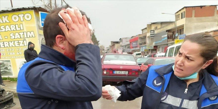 İzmir'de denetim sırasında saldırıya uğrayan 3 zabıta memuru hastaneye kaldırıldı