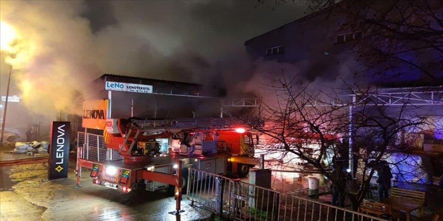 Bursa'da mobilya ve tekstil fabrikalarında çıkan yangın kontrol altına alındı