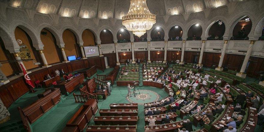 Tunuslu muhalif parti başkanı Abir Musi'ye üç gün parlamento genel kuruluna giriş yasağı getirildi