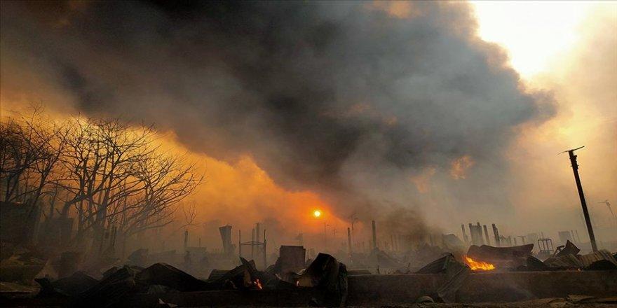 Bangladeş'te Arakanlı Müslüman mültecilerin kaldığı kamptaki yangında ölenlerin sayısı 28'e yükseldi