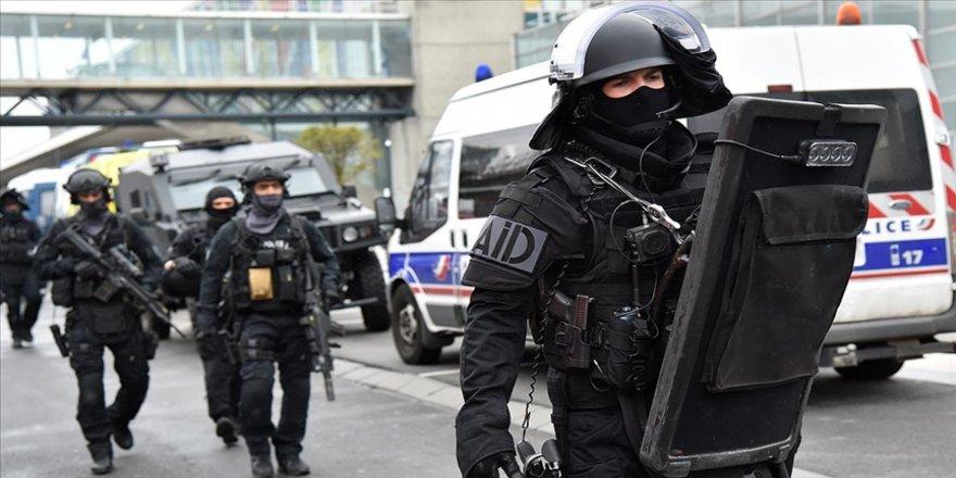 Fransız polisinin düzenlediği operasyonda terör örgütü PKK üyesi 10 kişi gözaltına alındı