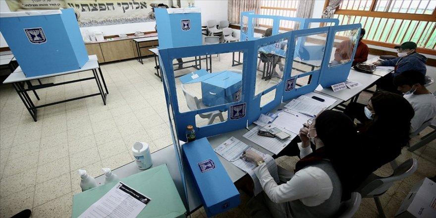 İsrail'de oy sayımı sürerken Netanyahu öncülüğündeki sağ blok, koalisyonu kurabilecek sayının altına düştü