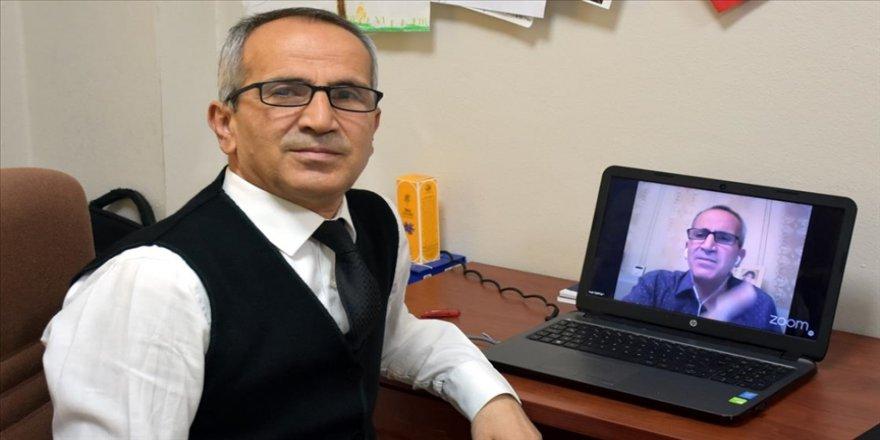 Matematik profesörü salgın sürecinde çevrim içi etkinliklerle binlerce kişiye gönüllü eğitim verdi