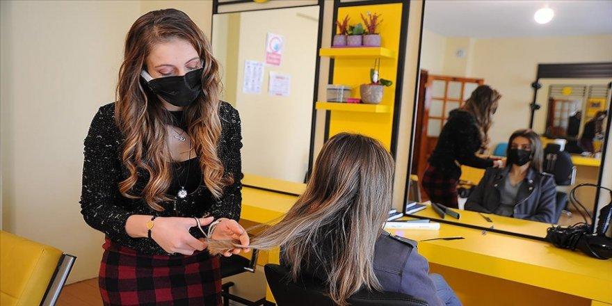 Görme kaybı yaşayan genç kadın İŞKUR'un hibe desteğiyle çocukluk hayali kuaför salonunu açtı