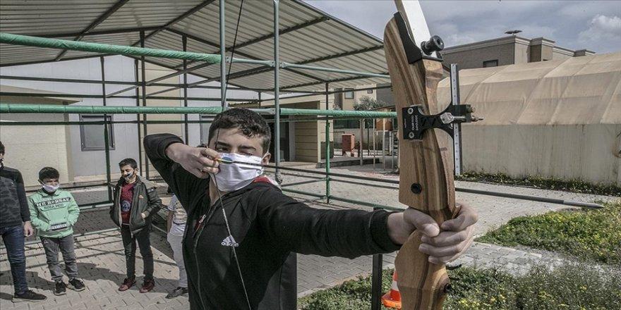 Suriyeli 14 yaşındaki okçu İbrahim'in hedefi ay-yıldızlı formayla şampiyonalara katılmak