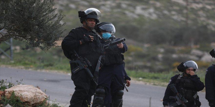 İsrail güçleri Batı Şeria'da 2'si Hamas yetkilisi 22 Filistinliyi gözaltına aldı