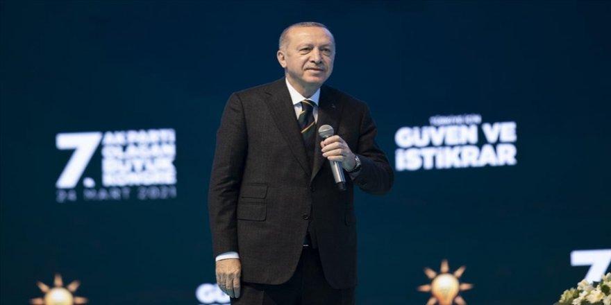Erdoğan, AK Parti Genel Başkanlığına yeniden aday gösterildi