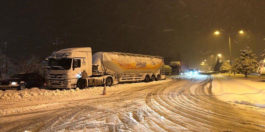 Konya-Antalya kara yolunda ulaşıma kar engeli