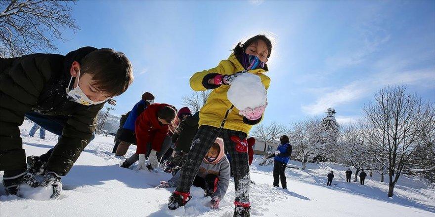 Karın güneş ışınlarını aşırı yansıtması kar körlüğüne neden olabiliyor