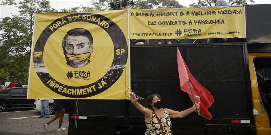 Brezilya Devlet Başkanı Bolsonaro'nun Kovid-19'la mücadele yöntemleri tartışılıyor