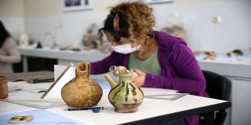 Sivas'ta 'Kale Projesi' kapsamındaki kazılarda 42 bin parça tarihi eser gün yüzüne çıkarıldı
