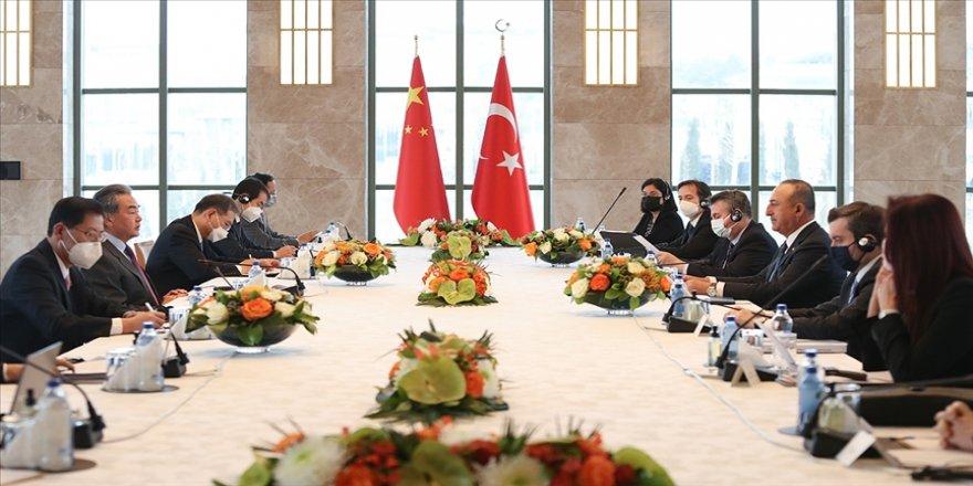 Dışişleri Bakanı Çavuşoğlu, Çinli mevkidaşı Vang ile bir araya geldi