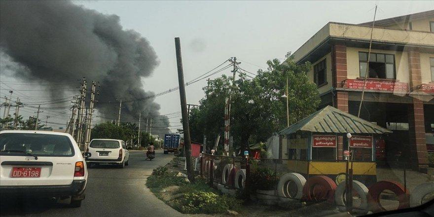 Myanmar'da Suu Çii'nin partisinin merkez binasına molotofkokteyli ile saldırı yapıldı