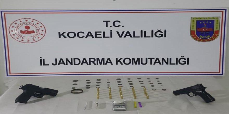 Kocaeli İl Jandarıma bir şyerinde  uyuşturucu ve tarihi eser ele geçirildi
