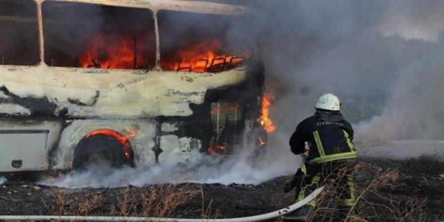 Gebzede park halindeki minibüste yangın çıktı