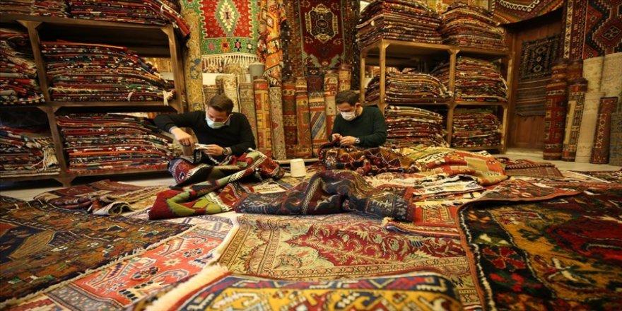'Halı doktoru' baba ve oğulları eski dokuma halılara hayat veriyor