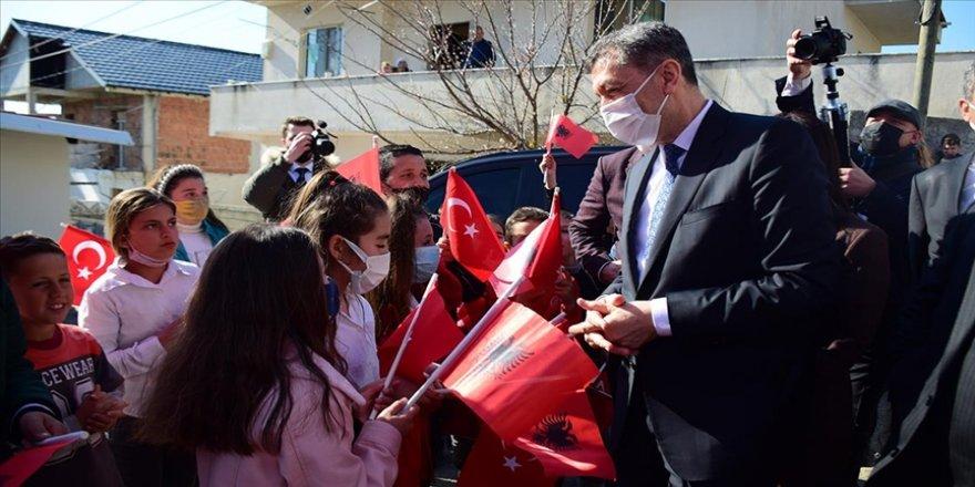 Milli Eğitim Bakanı Selçuk, Arnavutluk'ta öğrencilerle Türkçe sohbet etti
