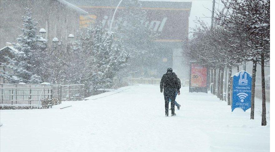 Doğu Anadolu'da ilkbaharda yağan kar, kara kışı aratmadı