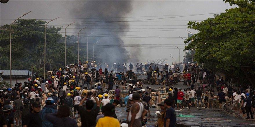 Myanmar'da bugünkü protestolarda güvenlik güçlerinin müdahalesi sonucu ölenlerin sayısı 56'ya yükseldi