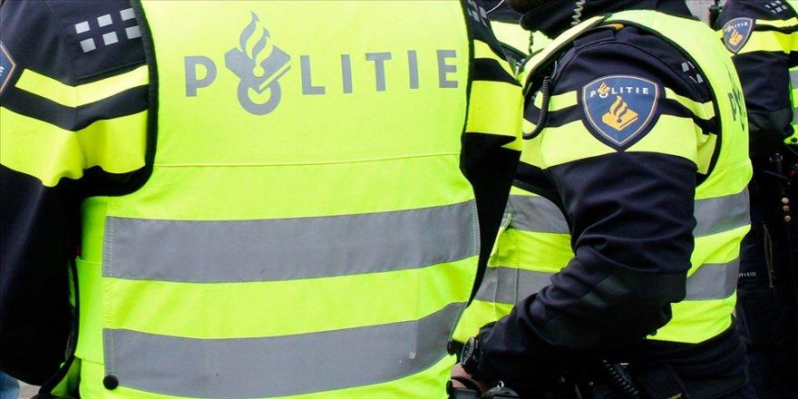 Hollanda'da teşkilatında ırkçı ifadeler kullanılan polis şefi Türklerden özür diledi