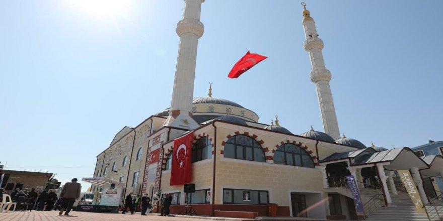 Darıca'nın en büyük camisi ibadete açıldı