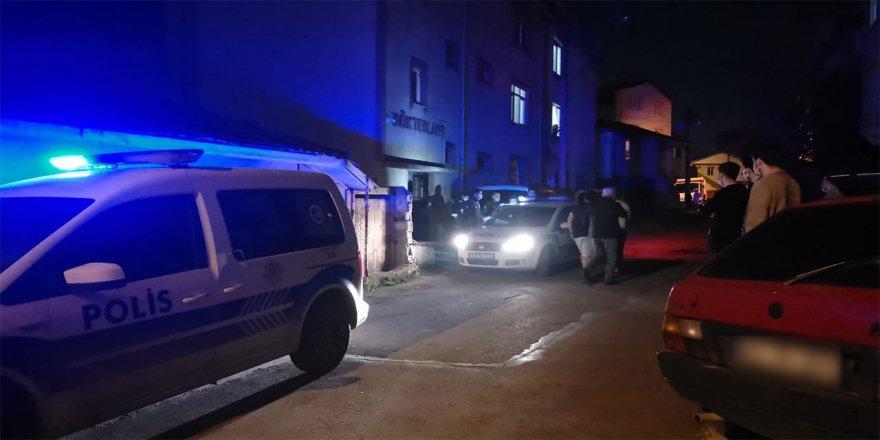 Gebzede Tartıştığı oğlu ile gelini ve 2 torununu bıçakla yaralayan zanlı gözaltına alındı