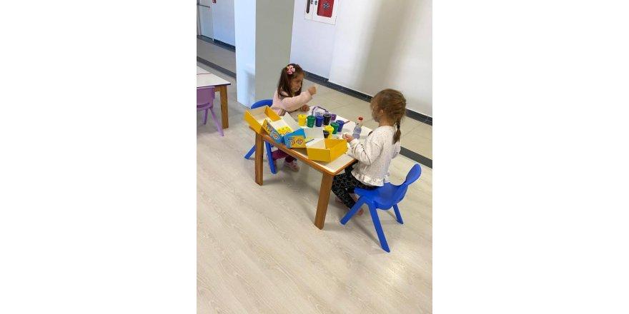 Çocuklar hem oynuyorlar, hem öğreniyorlar