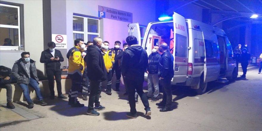 Balıkesir'de ambulans, kamyon ve otomobilin karıştığı kazada 4 kişi öldü, iki kişi yaralandı