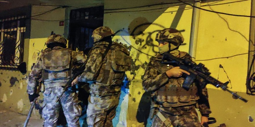 İstanbul'da uyuşturucu satıcılarına yönelik operasyonda 26 şüpheli gözaltına alındı