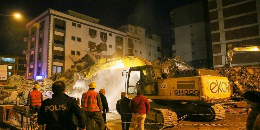 İzmir'de kontrollü yıkım sırasında bir binanın çökmesiyle ilgili soruşturma başlatıldı