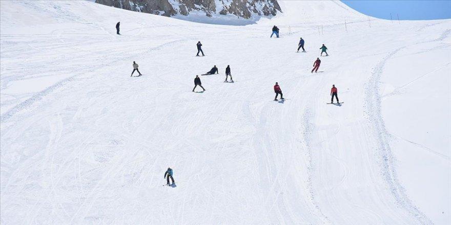 Hakkari'deki kayak merkezi üç ayda 50 bin kayakseveri ağırladı
