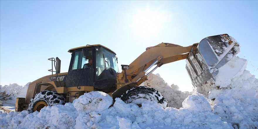 'Kar kaplanları'nın karla mücadelesi ilkbaharda da sürüyor