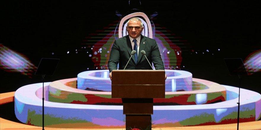 Bakan Ersoy: Türkiye'nin ilk çevrim içi uluslararası edebiyat ve yayıncılık tanıtım portalı yakında açılacak