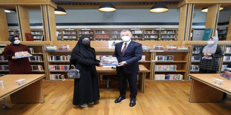 En fazla kitap okuyan vatandaşlarla bir araya geldi