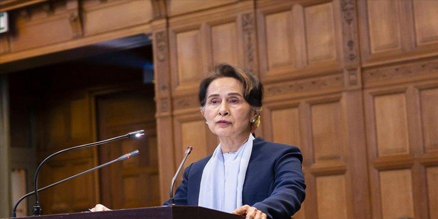 Myanmar'ın devrik lideri Suu Çii, Devlet Sırları Yasası'nı ihlalle suçlanıyor