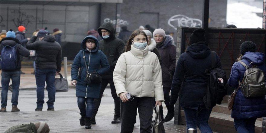 Ukrayna'da Kovid-19 nedeniyle günlük en yüksek vaka ve ölüm kaydedildi