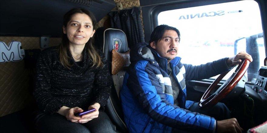 Hayatları 'Ömrüm' adını verdikleri tırda geçen şoför Yıldırım çifti yollarda da birbirinin destekçisi