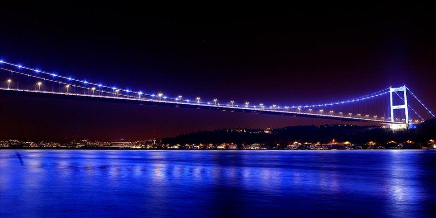 Fatih Sultan Mehmet ve Yavuz Sultan Selim köprüleri otizme dikkati çekmek için ışıklandırıldı