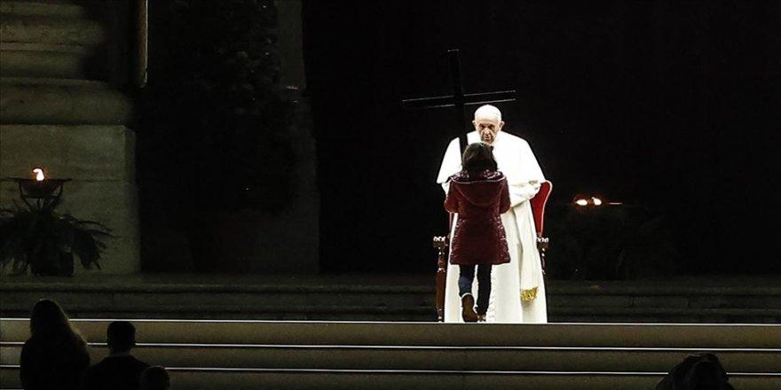 Vatikan'da Paskalya Yortusu öncesinde 'Haç Yolu' ayini yapıldı