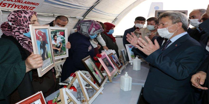 AK Parti'li milletvekillerinden Diyarbakır annelerine destek ziyareti: Annelerin inancı inşallah PKK'yı yenecek