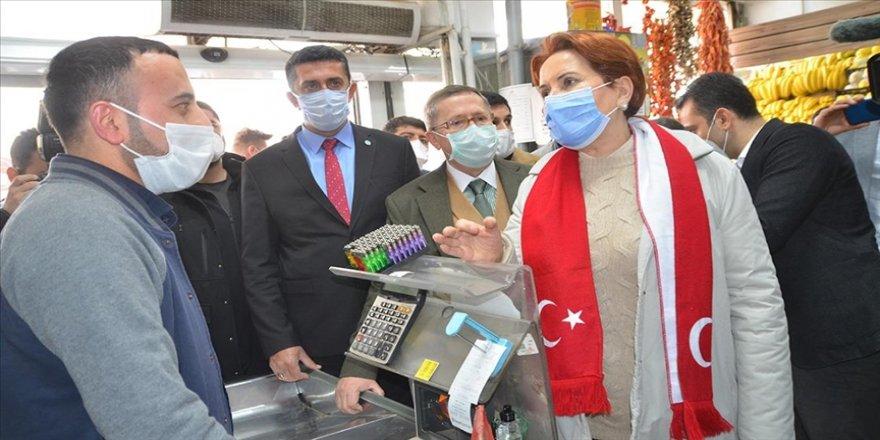 İYİ Parti Genel Başkanı Akşener, Hakkari'de esnafı ziyaret etti